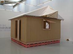 BAN SHIGERU - PAPER LOG HOUSE, 1995 - Carton, bois, toile. 280 x 420 x 420 cm