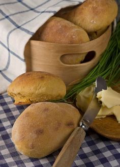 Unohda vaivaaminen - pikasämpylät on hetkessä valmiita I Love Food, Good Food, Yummy Food, No Salt Recipes, Baking Recipes, Bread Recipes, Finnish Recipes, Savoury Baking, Recipes From Heaven