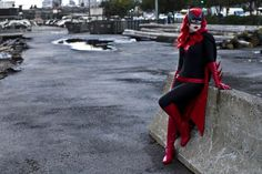 Batwoman cosplay by Alexandra Abene. Mask by Ravenwood Masks. Costume by Twin Bee Designs.