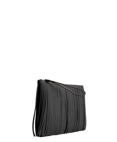 www.lafemmecorreggio.com Busta con frange in pvc. Chiusura con zip. Diemnsioni: 29 x 22 cm. Made in Italy.  Articolo: 3699 black Gum by Gianni Chiarini