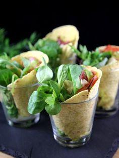 Wrap à l'italienne présentés dans des verres à shot pour l'apéro