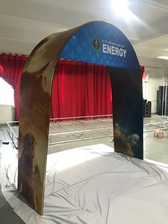 US Department of Energy 🔌⚡️💡 Building America's energy future. Expanding knowledge via innovative scientific research 🇺🇸 With a beautiful Tension Fabric Display Arch from yours truly 🤗 Fabric Display, Banner Stands, Exhibition Display, Trade Show, Washington Dc, Outdoor Gear, Tent, Arch, Knowledge