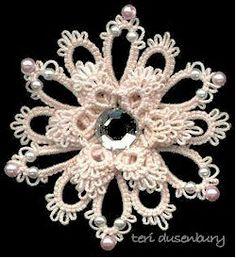 flores de hilo y perlas