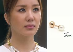 "Uhm Jung Hwa in ""Witch's Romance"" Episode 9. TRose 14K Rosegold 3mm Pearl Piercing#Kdrama #WitchsRomance #마녀의연애 #UhmJungHwa #엄정화"