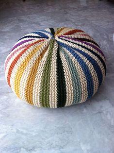 Free knitting pattern for pillow on Ravelry. Original pattern is Puff Daddy by… Crochet Pouf, Knitted Pouf, Crochet Cushions, Knit Or Crochet, Knitted Ottoman, Loom Knitting, Free Knitting, Knitting Patterns, Crochet Patterns