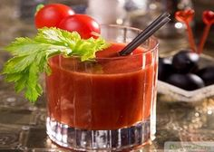 Tomato smoothie with cucumber and pepper Vodka Drinks, Cocktails, Smoothie Recipes, Smoothies, Cucumber Smoothie, Stuffed Peppers Healthy, Premium Vodka, Bloody Mary, Nutribullet