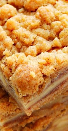 These Easy Apple Pie Bars are a sweet and delicious fall dessert made with apple pie filling layer and cinnamon streusel topping. Homemade Apple Pies, Apple Pie Recipes, Apple Desserts, Köstliche Desserts, Baking Recipes, Cookie Recipes, Delicious Desserts, Baked Apple Dessert, Bar Recipes