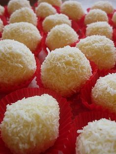 Coconut Cream Truffles by Dragoness Freeze Dried Raspberries, Freeze Dried Fruit, Rice Krispie Treats, Rice Krispies, Lemon Biscotti, Biscotti Recipe, Biscotti Cookies, Rice Recipes For Dinner, Butter Rice