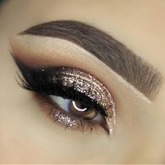 """Beautiful holiday eyes @wickedbeautification ✨ #vegas_nay"""
