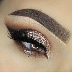 """Beautiful holiday eyes @wickedbeautification ✨ #vegas_nay"""