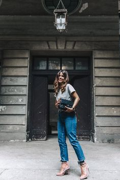 Topshop_Jeans-Jimmy_Choo_Shoes-Lace_Up-Ballerina_Heels-Grey_Top-Chanel_Vintage-Outfit-MFW-Milan-6
