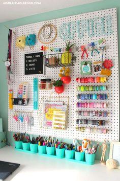 Home Interior Colors organize craft room - peg board.Home Interior Colors organize craft room - peg board Craft Room Design, Craft Room Decor, Craft Room Storage, Room Wall Decor, Diy Home Decor, Diy Storage, Storage Hacks, Bedroom Storage, Storage Ideas