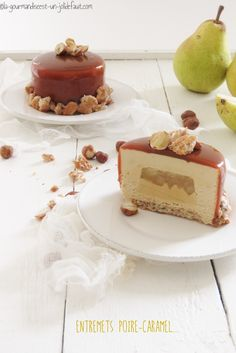 Entremets poire-caramel beurre salé Chocolate Butter Cake, Mastros Butter Cake, Patisserie Fine, Salted Caramel Cake, Delicious Desserts, Yummy Food, Cake Recipes From Scratch, Homemade Cake Recipes, Gourmet