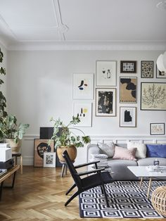 Peek Inside An Eclectic Home With A Cheerful, Personal Style - Nordic Design Scandinavian Apartment, Scandinavian Interior, Nordic Home, Nordic Design, Elle Decor, Living Room Interior, Colorful Interiors, Interior Inspiration, Interior Design