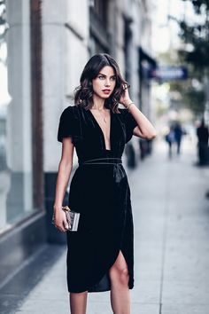 The ultimate guide of how to wear the velvet trend this fall and make a major style statement in the fabric of the moment Viva Luxury, Holiday Party Outfit, Party Outfits, Night Outfits, Holiday Dresses, Holiday Parties, Fall Outfits, Dinner Outfits, Holiday Cocktails