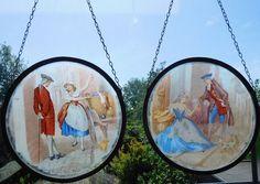 """Online veilinghuis Catawiki: Twee glas in lood raamhangers met romantische Victoriaanse voorstellingen van Cries of Londen: """"Fine Black Berries"""" en """"Sweet Oranges"""""""