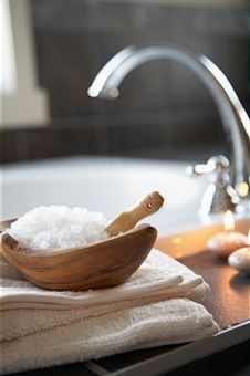 The wonders of ordinary Epsom salts! Funny - I had been thinking I should try this for my inflammation, and here it is on Pinterest!  Definitely need to do this now.