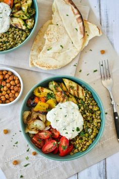 Apples and Sparkle: Middle Eastern Grilled Vegetable & Lentil Bowls with Falafel-Spiced Roasted Chickpeas & Tahini-Yogurt Sauce - veganize Clean Eating, Healthy Eating, Vegetarian Recipes, Cooking Recipes, Healthy Recipes, Falafel, Grilled Vegetables, Grilled Zucchini, Le Diner