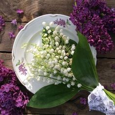 Lilac and Lily of the valley. Daffodils, Tulips, Lily Of The Valley Bouquet, Beautiful Flowers, Beautiful Pictures, Living In Denver, Colorado Homes, Container Flowers, Spring Time