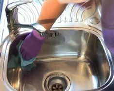 How to clean stainless steel sink - lemon juice, baking soda, baby oil! see video! I do this every week! I use the residual from the baby oil paper towel on all of my stainless steel appliances! Household Cleaning Tips, Household Cleaners, House Cleaning Tips, Cleaning Hacks, Kitchen Cleaning, Diy Cleaners, Cleaners Homemade, Green Cleaning, Spring Cleaning