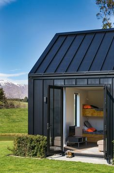 This peaceful Queenstown getaway is the place where a busy Sydney-based family can reconnect and let loose. Cabana, Building Design, Building A House, Black House Exterior, Modern Barn House, House Cladding, Barn Renovation, Shed Homes, House Floor Plans