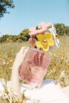 This ad for Marc Jacobs Daisy is really making me wish for spring