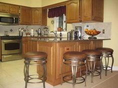 Swivel-Backless-Counter-Stools-with-granite-coutertop.jpg (800×599)