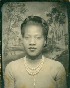 Vintage Photobooth. Love her pearls and updo!