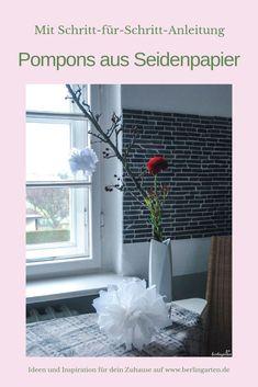 Süße Dekoration: schnell und einfach Pompons aus Seidenpapier basteln. Im Blog gibt es eine Schritt-für-Schritt-Anleitung für dieses DIY. Auch toll zum Basteln mit Kindern.