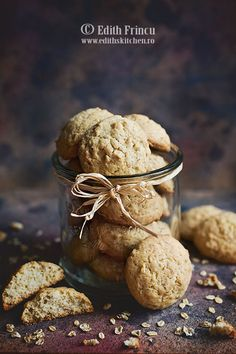 Biscuiti cu ovaz si cocos Edith's Kitchen, Biscuit, Sweet Treats, Deserts, Food And Drink, Vegetarian, Snacks, Cookies, Recipes