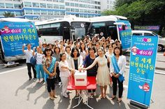 서울강북지역 국제위러브유운동본부(장길자회장) 회원들이 대한적십자사 서울동부혈액원에서   혈액수급이 어려운 여름방학을 맞아 응급수혈이 필요한 환자들을 돕기 위해 헌혈을 하고 있습니다.