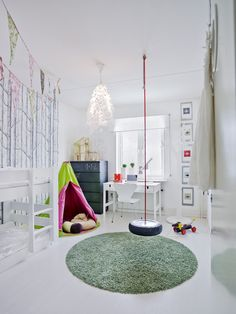 "You may be voted ""Coolest Mom Ever"" if you were to install a tire swing in your kids' playroom. Swing Indoor, Indoor Playground, Indoor Gym, Playground Ideas, Childrens Swings, Ideas Habitaciones, Deco Kids, Cool Kids Rooms, Esschert Design"