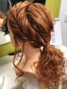 ...als Trauzeugin. Lockere Frisur mit Ponitail, Highlight die gekordelte Seitenpartie Knit Crochet, Dreadlocks, Hair Styles, Beauty, Knitting, Curl Hair Styles, Beleza, Dreads, Tricot