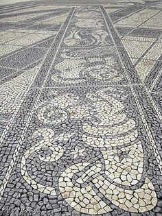 """calçada Portuguesa"" = the typical Portuguese cobblestone pavement"