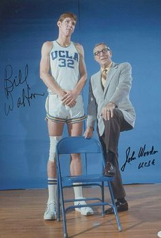 Bill with legendary UCLA coach John Wooden. I Love Basketball, Basketball Pictures, Basketball Legends, College Basketball, Basketball Players, Bill Walton, College Hoops, Sports Celebrities, Netball