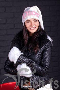 Модные вязанные шапки с помпонами, со стразами. Популярные шапки от VISION fs Купить тут http://visionfs.com.ua/