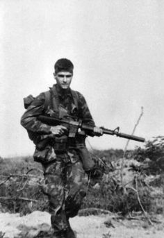 humanoidhistory: A soldier on a Long Range Reconnaissance Patrol during the Vietnam War. (via)