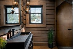 no Stavlafthytte - lhmgruppen.no Modern Cabin Interior, Interior And Exterior, Interior Design, Lodge Bathroom, Cabin Bathrooms, Cabin Homes, Log Homes, Norway House, Timber Walls