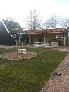 Eind mrt 2013... straatwerk en tuin zijn klaar nu de laatste dingen in en aan de veranda doen en dan genieten .