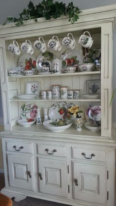 Chic Kitchen Remodel Shabby chic style looks like vintage style but it is not because Shabby Chic style uses really aged furniture and accessories. Shabby Chic Kitchen, Shabby Chic Style, Shabby Chic Decor, Country Kitchen, Country Bathrooms, Chic Bathrooms, Bathroom Vanities, Shabby Chic Furniture, Painted Furniture
