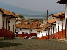 Patzcuaro, Michoacan, México.....uno esta acostumbrado a los colores hermosos en todo, en casas, ropa, comida y artesanias. Cuando uno pasa por Patzcuaro, se siente uno confuso al ver TODA casa, cuadra tras cuadra, pintada de blanco y guinda......
