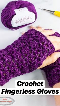 Crochet Crafts, Easy Crochet, Crochet Projects, Easy Yarn Crafts, All Free Crochet, Yarn Projects, Crochet Fingerless Gloves Free Pattern, Crochet Socks Pattern, Fingerless Mitts