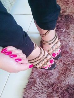 This is what perfect toes look like. Sexy Nails, Sexy Toes, Cute Toes, Pretty Toes, Feet Soles, Women's Feet, Stilettos, Toe Pics, Pink Toes