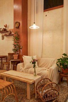 큐플레이스 :: 상가 인테리어 비교견적 서비스 Coffee Shop Interior Design, Cafe Design, Cafe House, Rattan Furniture, New Room, Room Decor, Retro, Table, Snuggles