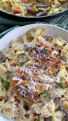 Pasta Sauce Recipes, Chicken Pasta Recipes, Pesto Chicken, Louisiana Chicken Pasta, Pasta Lasagna, Food Vids, Pepper Shrimp, Pasta Dinners, Supper Recipes