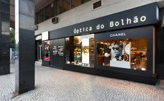 XYZ Arquitectos Associados - Óptica do Bolhão - Porto - Portugal - interior design - optical store