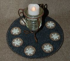 Snowflake candlemat  free tutorial   http://cathavencrafts.blogspot.com/