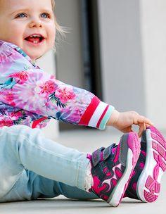 She loves pink! #superfitshoes #pink
