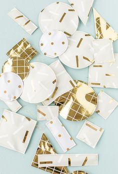 This unique gift wrap idea is super easy and utilizes what you already have stashed away in your closet at home to wrap holiday gifts. This would be awesome for a white elephant gift exchange! Christmas Gift Exchange Games, Family Christmas Gifts, Christmas Gift Wrapping, Holiday Gifts, Holiday Ideas, Christmas Holiday, Christmas Ideas, Christmas Crafts, Christmas Decorations