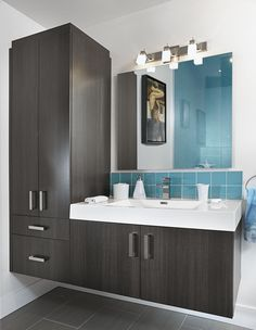 Newest Screen narrow Bathroom Storage Style Immediately after good bathroom storage suggestions? Bathroom storage is usually essential for maint Wooden Bathroom, Bathroom Towels, Bathroom Fixtures, Bathroom Furniture, Bathroom Interior, Bathroom Plants, Family Bathroom, Budget Bathroom, Bathroom Ideas